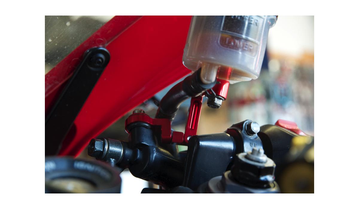 Bras articul support bocal liquide de frein avdb moto l 39 accessoire p - Lampadaire bras articule ...